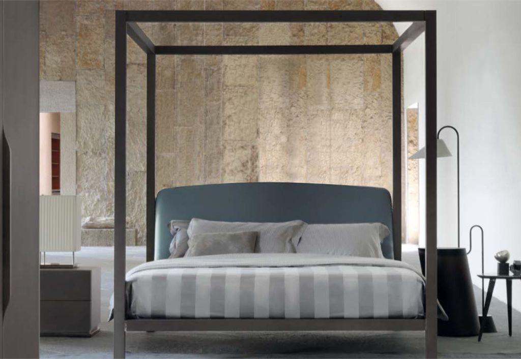 Okazałe łóżko Ari marki Flou