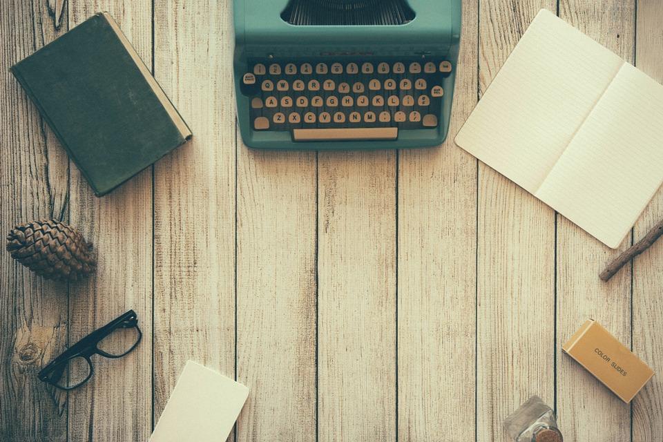 typewriter-801921_960_720
